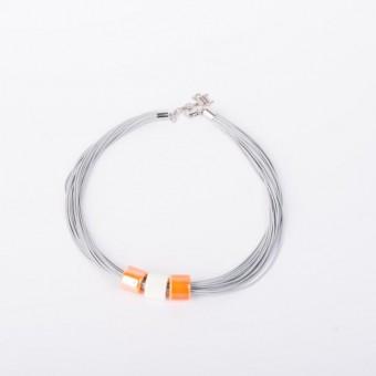 Керамика на серой вощеной нити с оранжевыми бусинами - 0