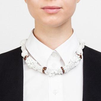 Тугой белый жгут с камнями и текстилем  - 0