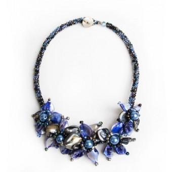 Перламутровые черно-синие цветы - 0
